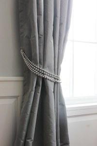 1 Drapery TIe-Back Silver Beads